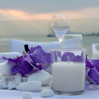 ::Wedding table decor with natural pebbles & vanda