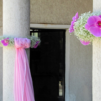 ::Romantic church decoration - wreathes of gypsophylle & orchids