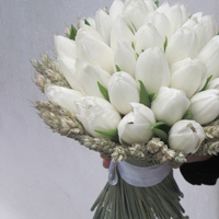 ::Minimal chic bridal bouquet with tulipes