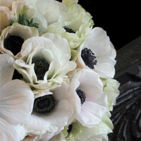 ::White anemones bridal bouquet